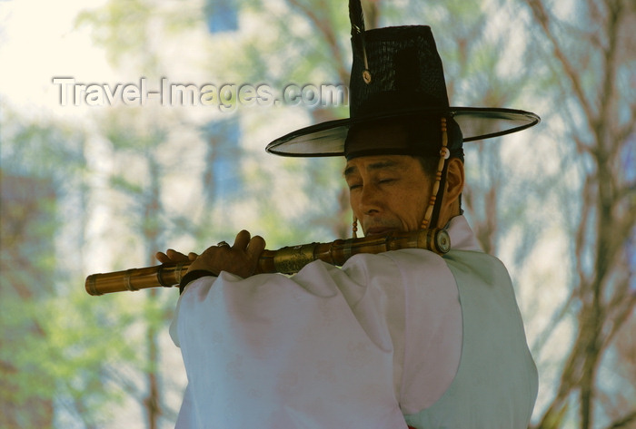 koreas75: Seoul, Korea: piper at Tapgol park - photo by M.Powell - (c) Travel-Images.com - Stock Photography agency - Image Bank