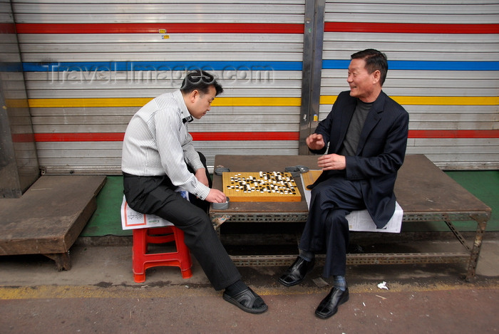 koreas76: Seoul, Korea: players on the street - Reversi - photo by M.Powell - (c) Travel-Images.com - Stock Photography agency - Image Bank