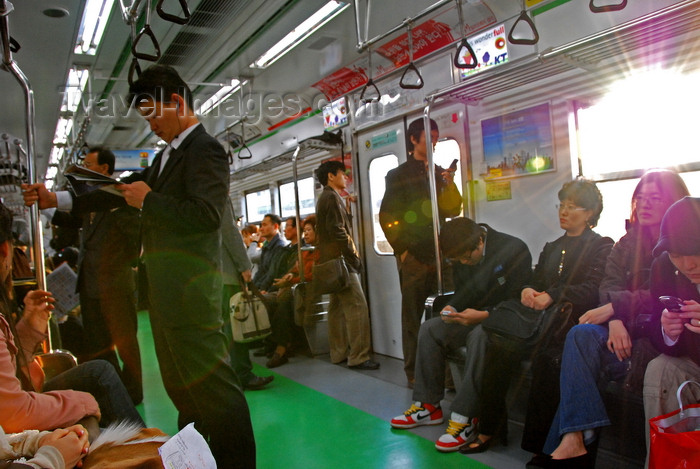 koreas77: Seoul, Korea: shine in the subway - photo by M.Powell - (c) Travel-Images.com - Stock Photography agency - Image Bank