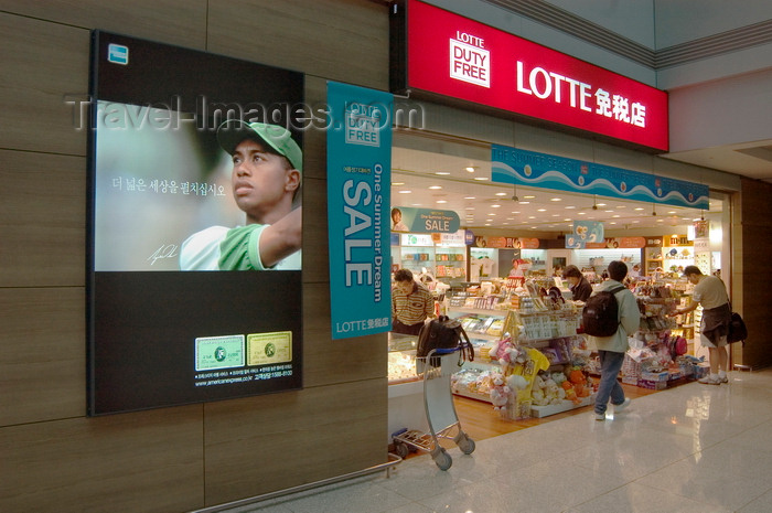 koreas80: Seoul, South Korea: airport terminal Lotte duty free store with Tiger Woods advertisement for American Express - Lotte sale - Incheon International Airport - photo by C.Lovell - (c) Travel-Images.com - Stock Photography agency - Image Bank