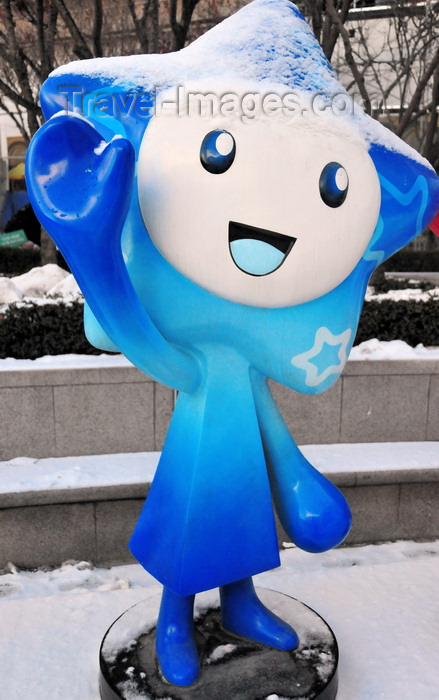 koreas84: Incheon, South Korea: Incheon Bus Terminal area - Asian cute - happy star character salutes the pedestrians - photo by M.Torres - (c) Travel-Images.com - Stock Photography agency - Image Bank