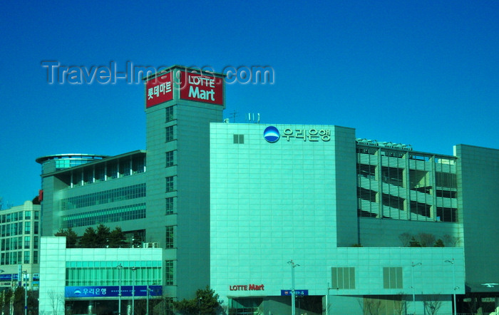 koreas88: Incheon, South Korea: Lotte Mart shop - Yeongjong Island - photo by M.Torres - (c) Travel-Images.com - Stock Photography agency - Image Bank