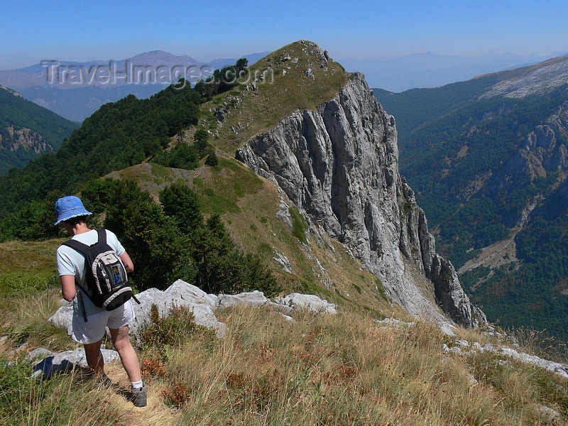 kosovo44: Kosovo - Prokletije mountains / Alpet Shqiptare - Prizren district: hiker and cliff - Dinaric Alps - photo by J.Kaman - (c) Travel-Images.com - Stock Photography agency - Image Bank