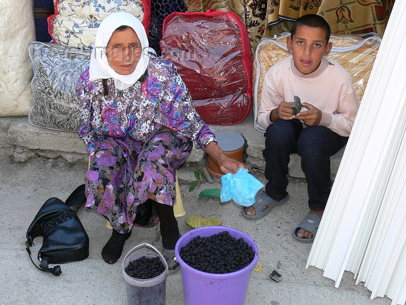 kosovo55: Kosovo - Pec / Peja: small business - mulberry sellers - photo by J.Kaman - (c) Travel-Images.com - Stock Photography agency - Image Bank