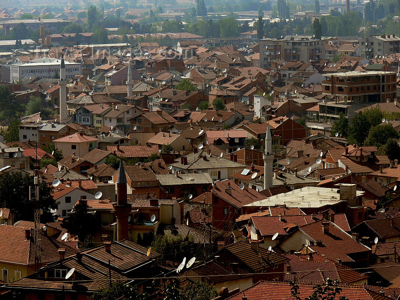 kosovo73: Kosovo - Prizren / Prizreni: rooftops and minarets - photo by J.Kaman - (c) Travel-Images.com - Stock Photography agency - Image Bank