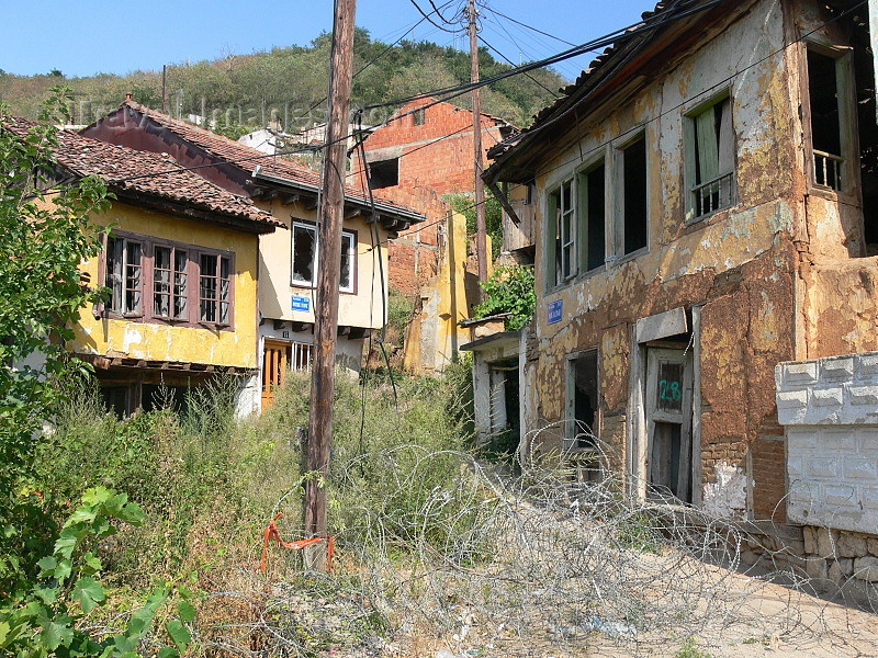 kosovo79: Kosovo - Prizren / Prizreni: looted houses of Serbs - photo by J.Kaman - (c) Travel-Images.com - Stock Photography agency - Image Bank
