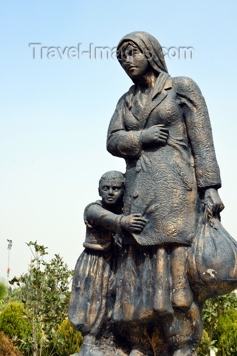 kurdistan69: Erbil / Hewler, Kurdistan, Iraq: Shanadar Park - sculpture of refugees, mother and daughter - photo by M.Torres - (c) Travel-Images.com - Stock Photography agency - Image Bank