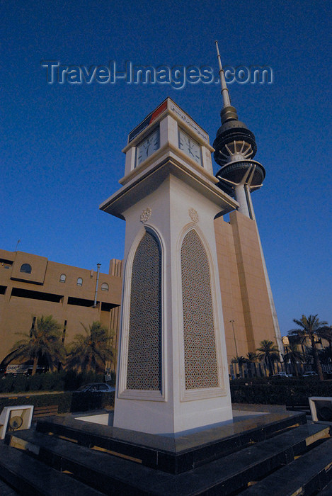 kuwait15: Kuwait city: street clock and Liberation Tower - photo by M.Torres - (c) Travel-Images.com - Stock Photography agency - the Global Image Bank