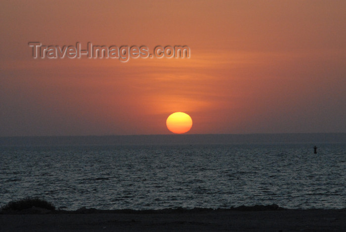 kuwait22: Kuwait city: sunset on the Persian gulf - photo by M.Torres - (c) Travel-Images.com - Stock Photography agency - the Global Image Bank