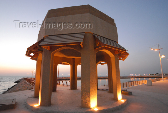 kuwait26: Kuwait city: dusk on the Corniche - Arabian Gulf Street - photo by M.Torres - (c) Travel-Images.com - Stock Photography agency - the Global Image Bank