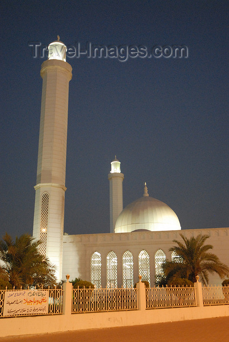 kuwait33: Kuwait city: mosque in Hawalli district - nocturnal - photo by M.Torres - (c) Travel-Images.com - Stock Photography agency - the Global Image Bank