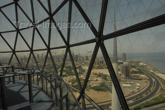 kuwait55: Kuwait city: Kuwait towers - observation deck - looking west along Arabian Gulf street - belvedere terrace - photo by M.Torres - (c) Travel-Images.com - Stock Photography agency - the Global Image Bank