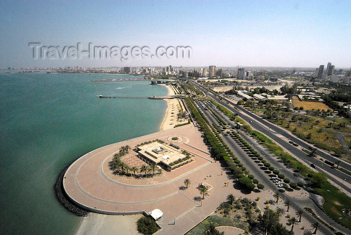 kuwait65: Kuwait city: Eastern part of Arabian Gulf street - photo by M.Torres - (c) Travel-Images.com - Stock Photography agency - the Global Image Bank