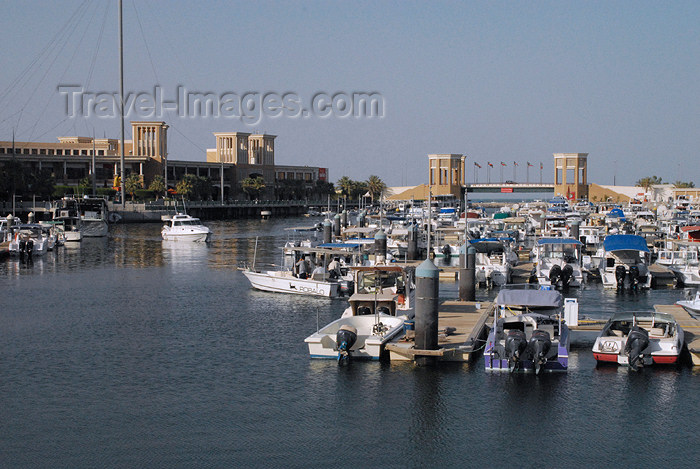 kuwait89: Kuwait city: Souq Sharq shopping center  and marina - robalo leaving - photo by M.Torres - (c) Travel-Images.com - Stock Photography agency - the Global Image Bank