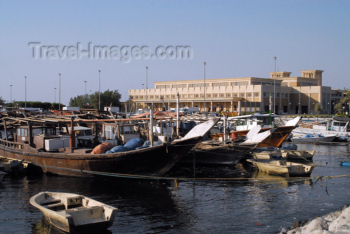 kuwait98: Kuwait city: fishermen's port and the fish market - photo by M.Torres - (c) Travel-Images.com - Stock Photography agency - the Global Image Bank