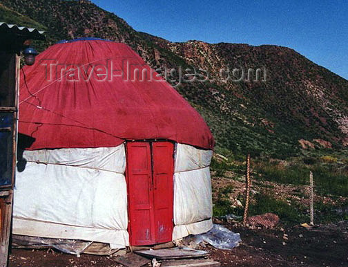 kyrgyzstan13: Kyrgyzstan, Central Asia - yurt dwelling, from the former nomadic life - photo by G.Frysinger  - (c) Travel-Images.com - Stock Photography agency - Image Bank