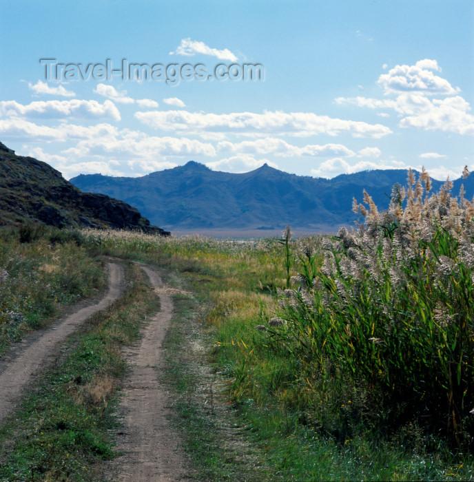 kyrgyzstan16: Kyrgyzstan - Karakol region - Jalal-Abad oblast: rural road - photo by V.Sidoropolev - (c) Travel-Images.com - Stock Photography agency - Image Bank