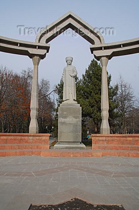 kyrgyzstan28: Bishkek, Kyrgyzstan: Kurmandjan Datka - 'Tsarina of the Alai' - monument on Chui avenue - photo by M.Torres - (c) Travel-Images.com - Stock Photography agency - Image Bank