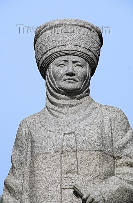 kyrgyzstan29: Bishkek, Kyrgyzstan: Kurmandjan Datka - monument on Chui avenue - the Tsarina's statue - aka Kurmanjan Mamatbai Kyzy, Alai Queen - photo by M.Torres - (c) Travel-Images.com - Stock Photography agency - Image Bank