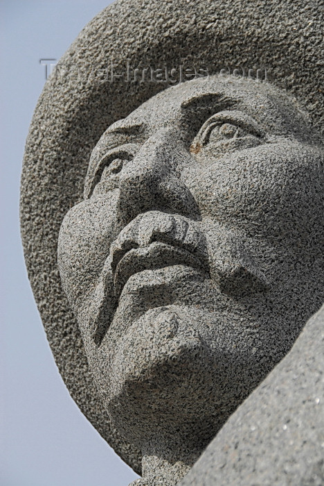 kyrgyzstan30: Bishkek, Kyrgyzstan: bust of Orozbekov Abdikadir - Chui avenue - photo by M.Torres - (c) Travel-Images.com - Stock Photography agency - Image Bank