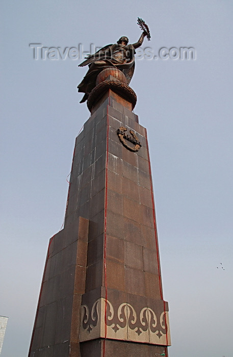 kyrgyzstan32: Bishkek, Kyrgyzstan: Freedom (Erkindik) monument on Ala-Too square - the pedestal used to support a statue of Lenin, and the square was also named after the Chairman of the Bolshevik Party - photo by M.Torres - (c) Travel-Images.com - Stock Photography agency - Image Bank