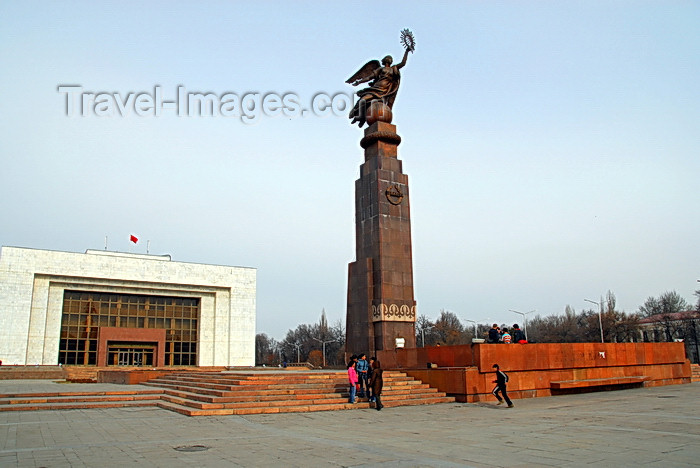 kyrgyzstan34: Bishkek, Kyrgyzstan: State Historical Museum and Freedom monument on Ala-Too square - photo by M.Torres - (c) Travel-Images.com - Stock Photography agency - Image Bank