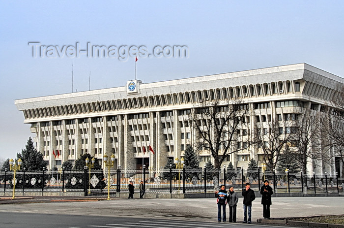 kyrgyzstan41: Bishkek, Kyrgyzstan: House of the Government - the 'white house' - former Headquarters of the Communist Party's Central Committee - Chui avenue - photo by M.Torres - (c) Travel-Images.com - Stock Photography agency - Image Bank