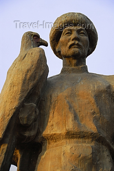 kyrgyzstan60: Bishkek, Kyrgyzstan: Monument to the Martyrs of Revolution - Kyrgyz hunter with his eagle - Revolution square - photo by M.Torres - (c) Travel-Images.com - Stock Photography agency - Image Bank