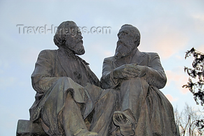 kyrgyzstan74: Bishkek, Kyrgyzstan: Karl Marx and Frederick Engels - Oak Park, facing the former building of the Supreme Soviet - photo by M.Torres - (c) Travel-Images.com - Stock Photography agency - Image Bank