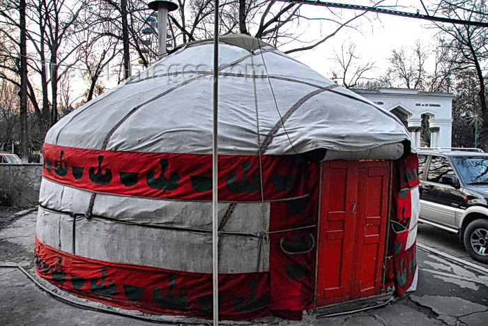 kyrgyzstan78: Bishkek, Kyrgyzstan: yurt near Panfilov park, behind the Kyrgyz Drama Theatre, T.Abdumomunov street - photo by M.Torres - (c) Travel-Images.com - Stock Photography agency - Image Bank