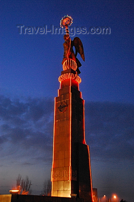 kyrgyzstan82: Bishkek, Kyrgyzstan: Freedom monument on Ala-Too square - nocturnal - photo by M.Torres - (c) Travel-Images.com - Stock Photography agency - Image Bank