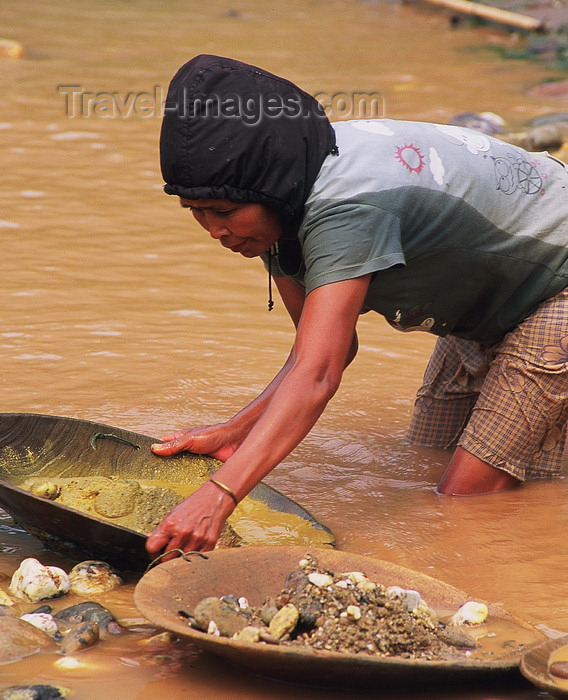 laos1: Laos, Si Phan Don region (4000 islands region): looking for gold in the river - gold panning - photo by E.Petitalot - (c) Travel-Images.com - Stock Photography agency - Image Bank