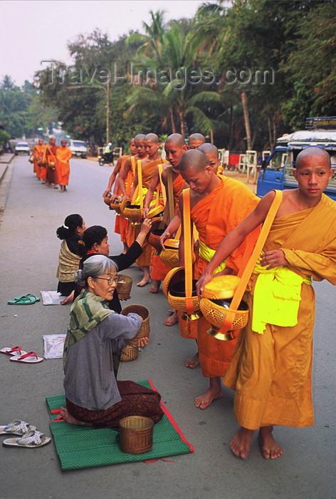 laos101: Laos: Buddhist monks - food distribution - photo by E.Petitalot - (c) Travel-Images.com - Stock Photography agency - Image Bank