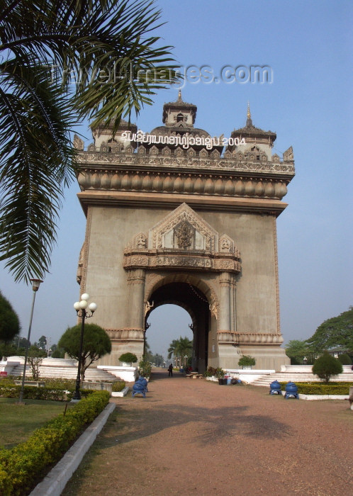 laos18: Laos - Indochina - Vientiane: Patuxai, the Arch or Gate of Triumph - Anousavari (photo by P.Artus) - (c) Travel-Images.com - Stock Photography agency - Image Bank