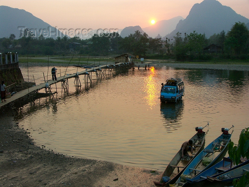 laos19: Laos - Vang Veing / Veing Vein - Vientiane Province: sunset over the Nam Song river - karstic hills - photo by P.Artus - (c) Travel-Images.com - Stock Photography agency - Image Bank