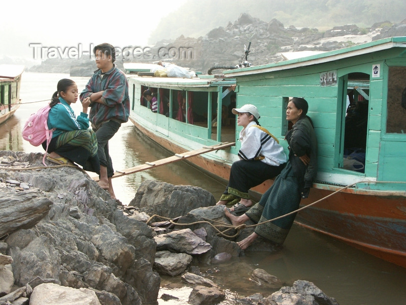 laos25: Laos - Pakbeng: the river boat from from Chang Kong in Thailand - passengers wait - long tail ferry - photo by P.Artus - (c) Travel-Images.com - Stock Photography agency - Image Bank