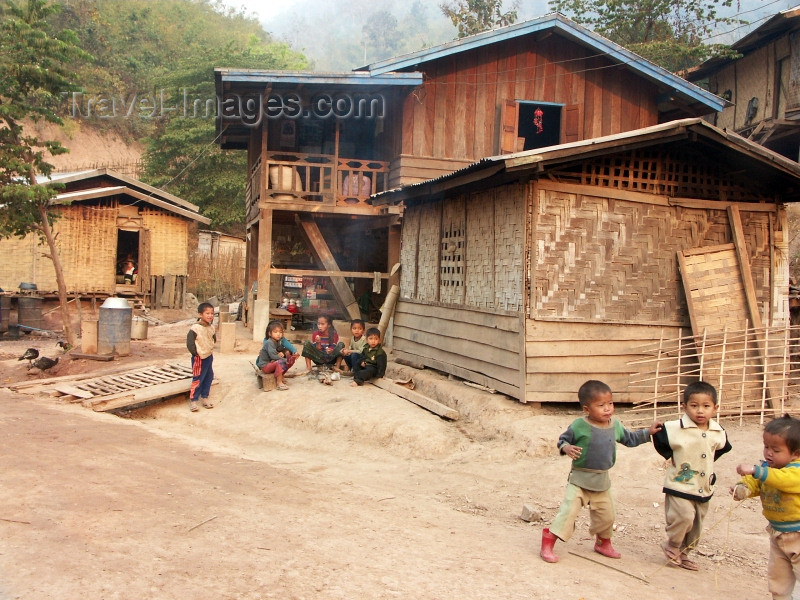 laos26: Laos - Pakbeng: village scene - toddlers and timber houses - photo by P.Artus - (c) Travel-Images.com - Stock Photography agency - Image Bank