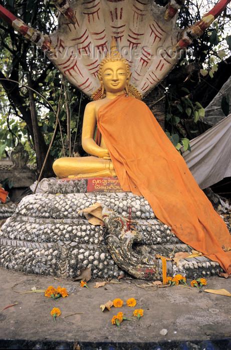 laos3: Laos - Vientiane: Buddha in meditation / Meditationsbuddha - religion - Buddhism - photo by Walter G Allgöwer - Die Buddhastatue hat beide Hände locker im Schoß liegen, eine Hand liegt auf der anderen, die Handflächen zeigen nach oben. Diese Handhaltung s - (c) Travel-Images.com - Stock Photography agency - Image Bank