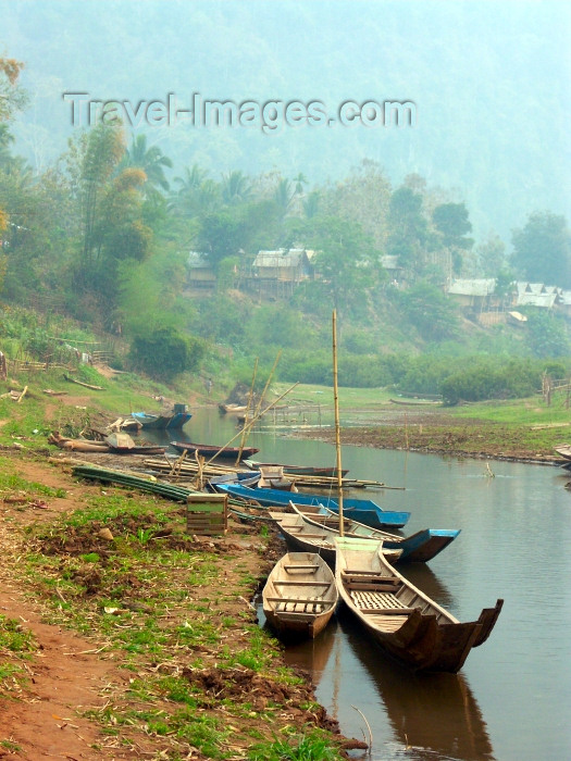 laos35: Laos - Muang Noi / Mong Noi: riverboats - photo by P.Artus - (c) Travel-Images.com - Stock Photography agency - Image Bank