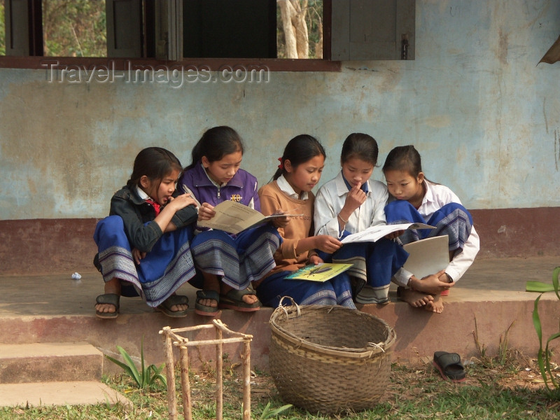 laos39: Laos - Muang Noi / Nong Khiaw: girls in front of their school - photo by P.Artus - (c) Travel-Images.com - Stock Photography agency - Image Bank
