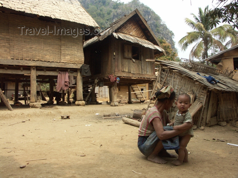 laos41: Laos - Muang Noi: village scene - photo by P.Artus - (c) Travel-Images.com - Stock Photography agency - Image Bank