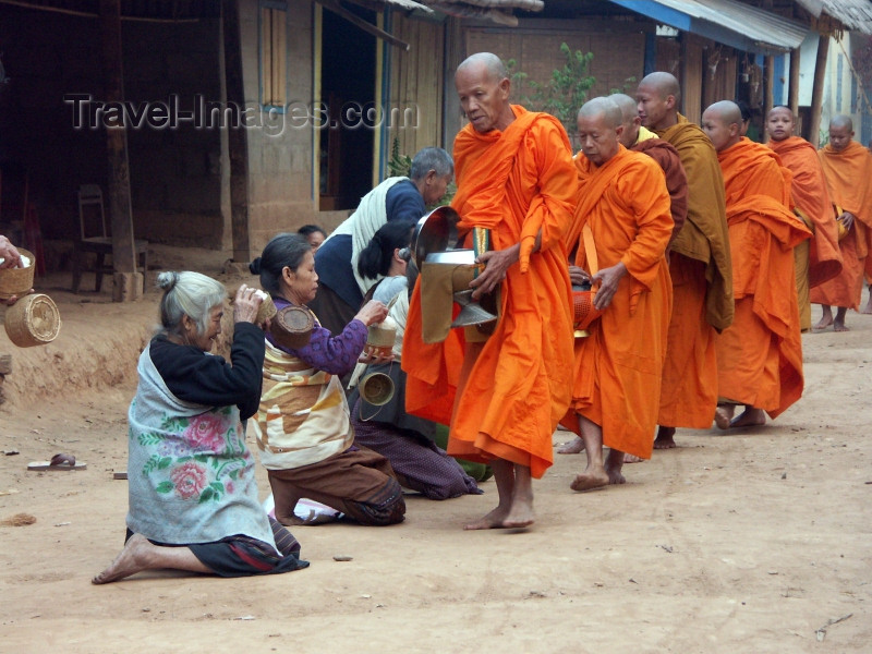 laos44: Muang Noi, Laos: Buddhist monks collecting alms - photo by P.Artus - (c) Travel-Images.com - Stock Photography agency - Image Bank