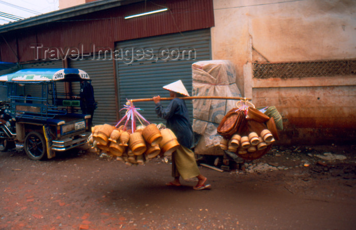laos71: Laos - Vientiane - Man transporting rice baskets (photo by K.Strobel) - (c) Travel-Images.com - Stock Photography agency - Image Bank