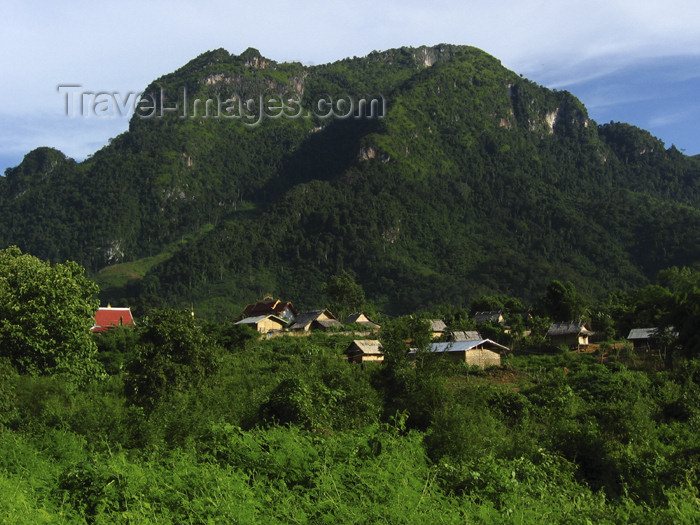 laos85: Laos - Nong Khiaw - Luang Nam Tha province: mountain scenery of northern Laos - photo by M.Samper - (c) Travel-Images.com - Stock Photography agency - Image Bank