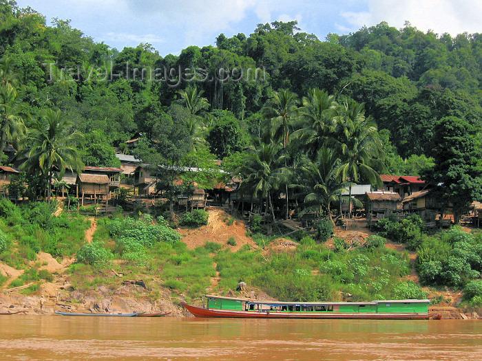 laos87: Laos - Mekong River: transportation - long boat - photo by M.Samper - (c) Travel-Images.com - Stock Photography agency - Image Bank