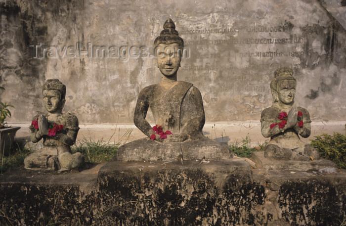 laos90: Laos - Vientiane (Viangchan province): Xieng Khuan Buddha Park - trio - photo by Walter G Allgöwer - Der Skupturenpark mit meterhohen Betonfiguren wurde 1958 von dem laotischen Künstler Boun Leua Soulilat erschaffen. Er vereinigte Elemente aus asiatischen - (c) Travel-Images.com - Stock Photography agency - Image Bank