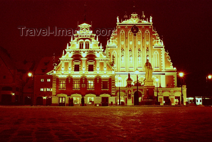 latvia277: Latvia / Latvija - Riga: at night - House of Blackheads / Melngalvju Nams (photo by M.Bergsma) - (c) Travel-Images.com - Stock Photography agency - Image Bank