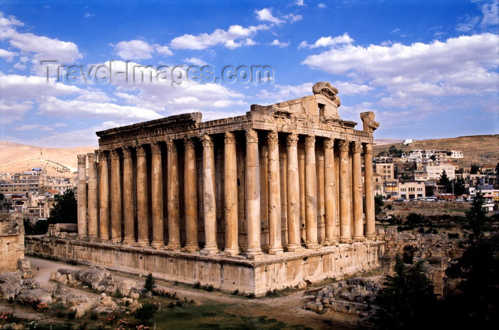 lebanon14: Lebanon / Liban - Baalbek / Baalbak / Heliopolis: Temple of Bacchus - the best preserved part of the acropolis (photo by J.Wreford) - (c) Travel-Images.com - Stock Photography agency - Image Bank