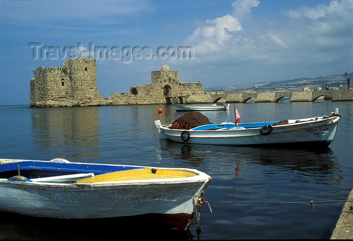lebanon19: Lebanon / Liban - Sidon / Saida / Zidon - South Governorate: the harbour and the Sea Castle (photo by J.Wreford) - (c) Travel-Images.com - Stock Photography agency - Image Bank