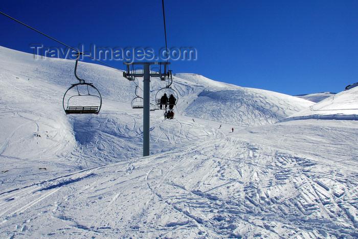 lebanon51: Lebanon, Faraya Mzaar Kfardebian / Ouyoune el Simane: chairlift on ski field - 'Le Telesiege - Mount Lebanon - photo by J.Pemberton - (c) Travel-Images.com - Stock Photography agency - Image Bank